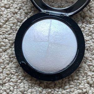 MAC Cosmetics Makeup - Mac in barely dressed